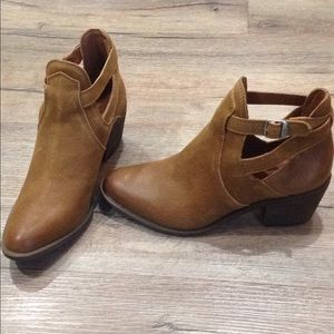 New women's leather lucky brand b00ts bootie 8.5